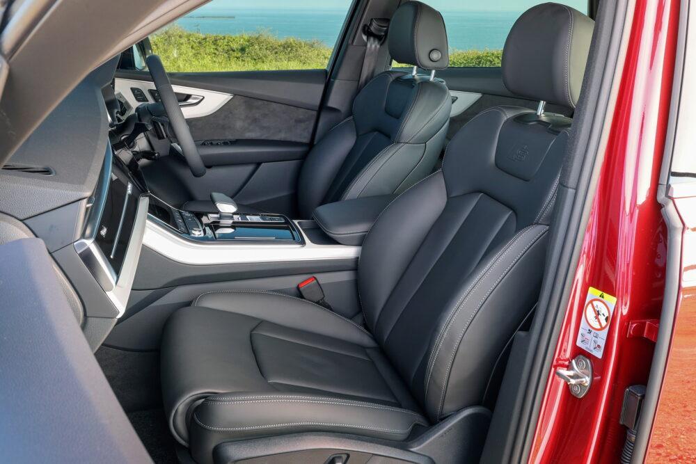 新型3代目 アウディ Q7 フロントシート
