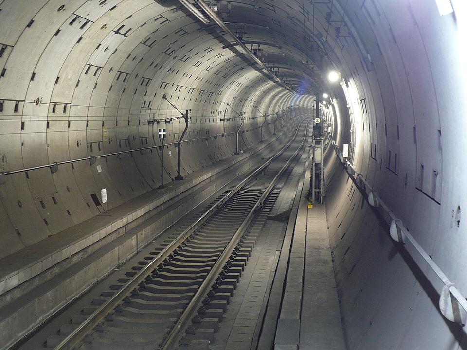 シールドトンネル(東京メトロ半蔵門線)