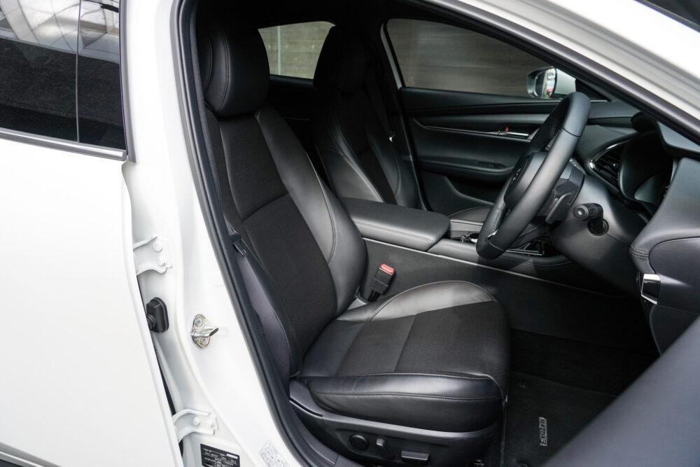 マツダ3 ファストバック スカイアクティブX Lパッケージ フロントシート