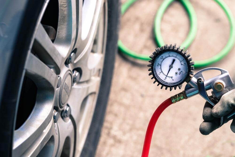 タイヤと空気圧計