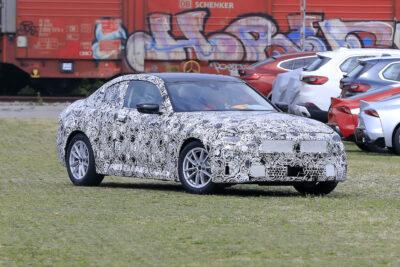 次期新型BMW 2シリーズ クーペ、GRスープラと一緒にテストをスクープ!
