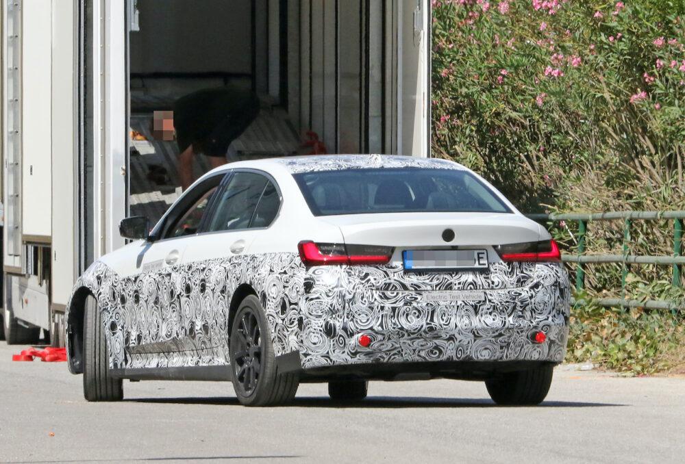 新型 BMW 3シリーズ(i3)プロトタイプ スパイショット リアサイド
