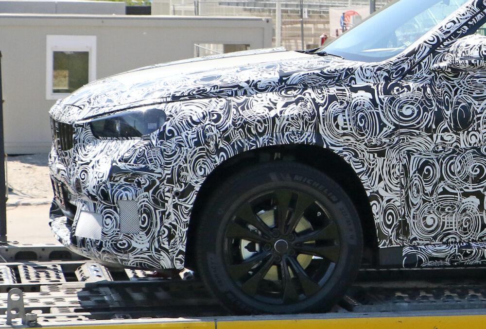 次期新型 BMW X1 プロトタイプ スパイショット フロント拡大