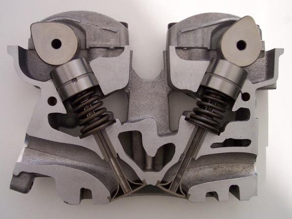 エンジンのシリンダーヘッド