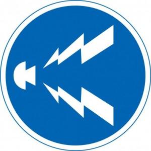 規制標識「警笛鳴らせ」