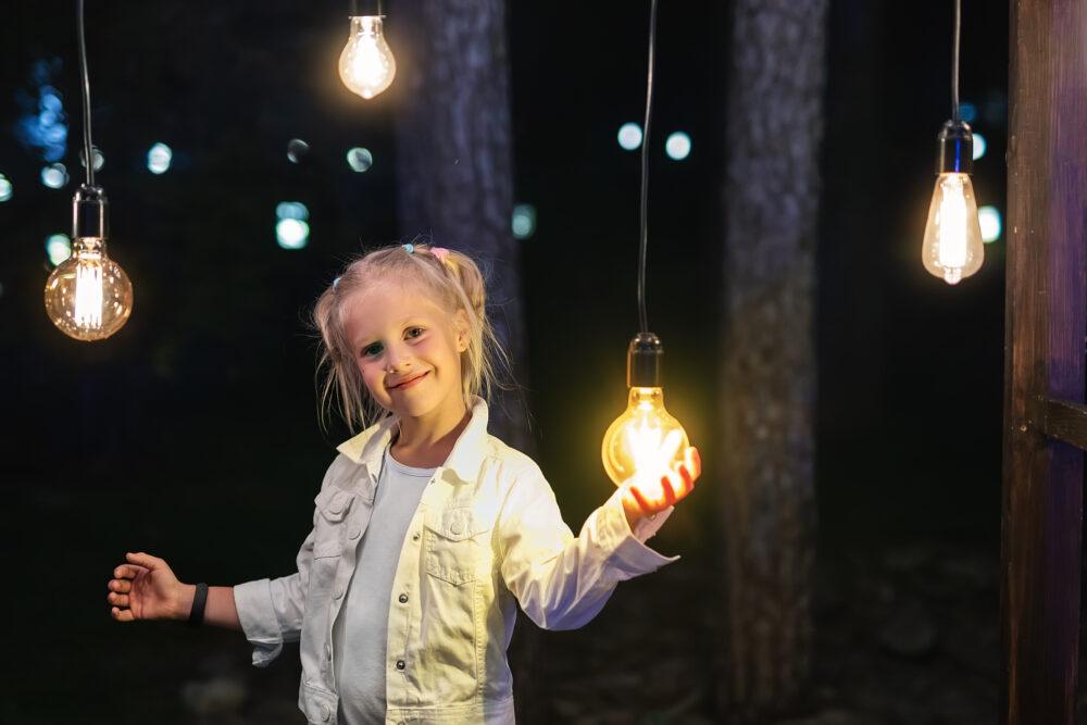 ランプと女の子の画像