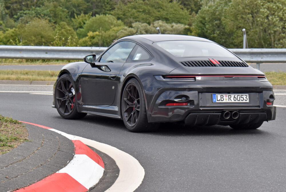 新型ポルシェ 911 GT3ツーリング プロトタイプ スパイショット リアサイド