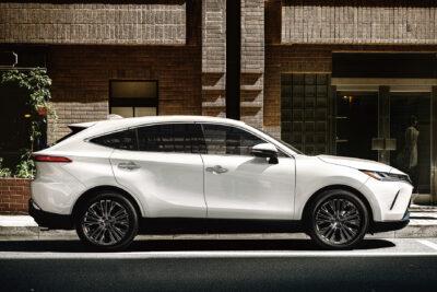 トヨタ新型ハリアーのカタログ燃費&実燃費|ライバル車や旧モデルと比較