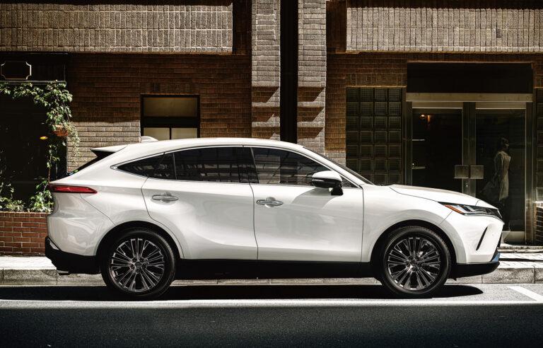 トヨタ新型ハリアーのカタログ燃費&実燃費 ライバル車や旧モデルと比較