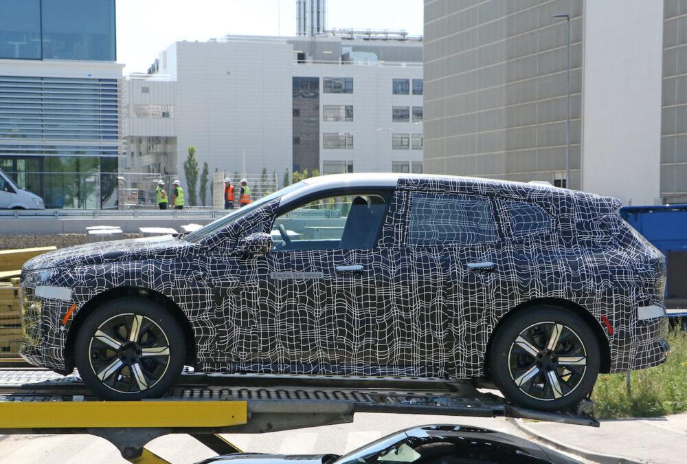 次期新型 BMW iX5 プロトタイプ スパイショット ボディサイド
