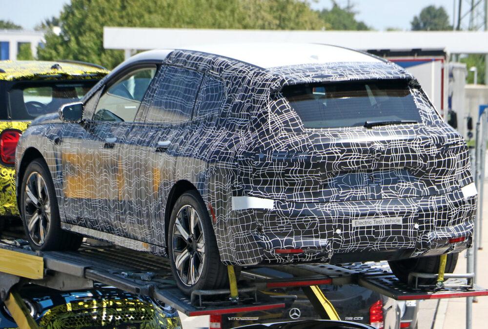 次期新型 BMW iX5 プロトタイプ スパイショット リアサイド