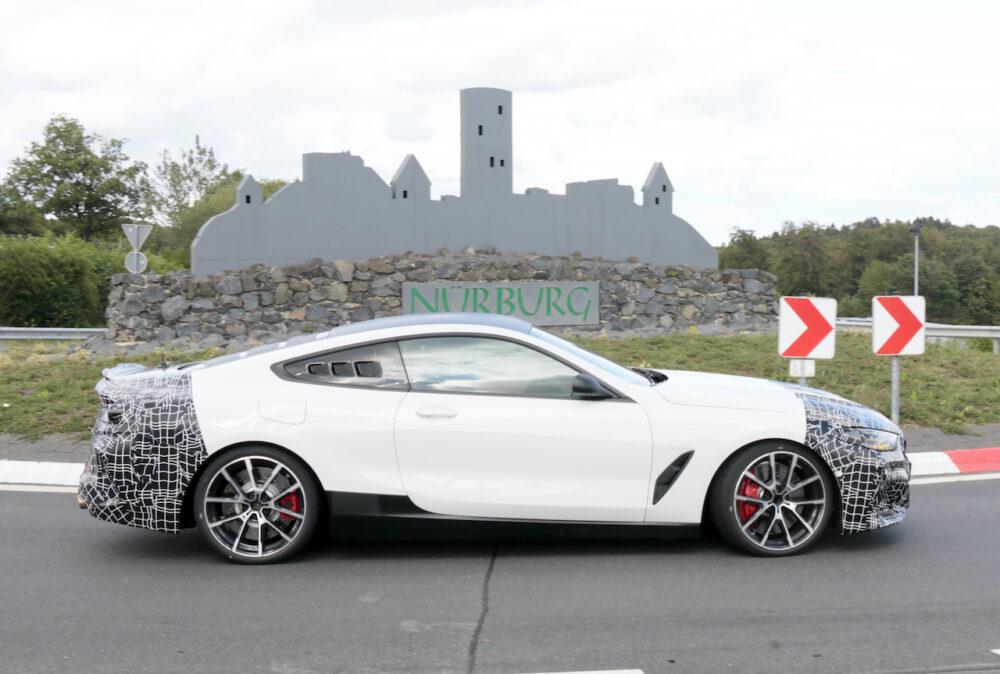 新型BMW 8シリーズベーススーパーカーテスト車両 ボディサイド
