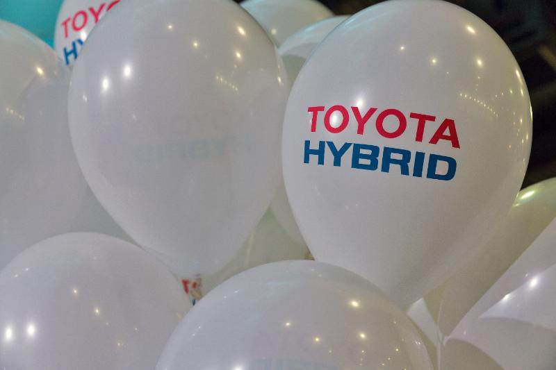 2017展示会のトヨタハイブリッド車ブース
