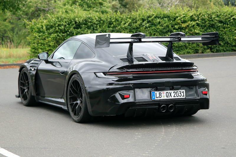 次期新型ポルシェ 911 GT3 RS プロトタイプ スパイショット リアサイド