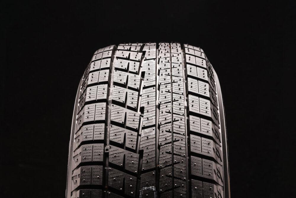 非対称タイヤ