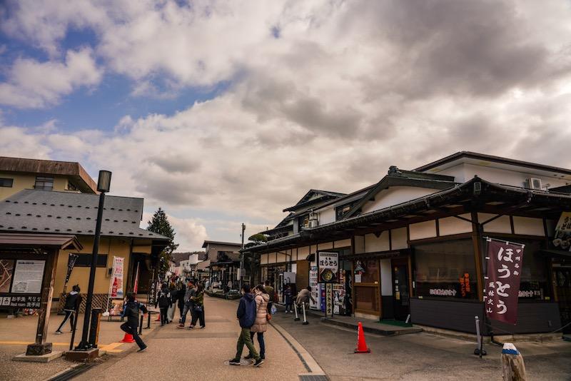 忍野八海中心地に連なる店