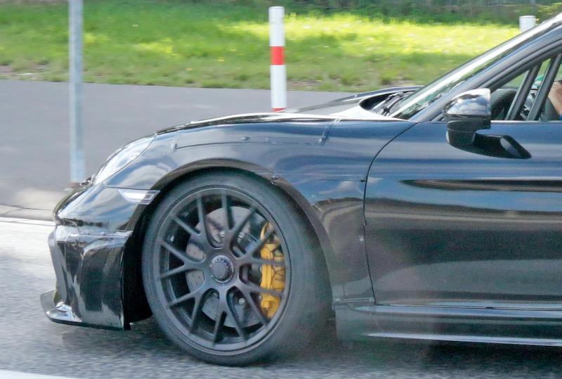 新型ポルシェ ケイマン GT4 RS プロトタイプ フロントフェンダー