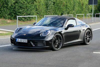 次期新型ポルシェ「911 タルガ4 GTS」デビュー近づく!470馬力超えの最終開発車両をスクープ