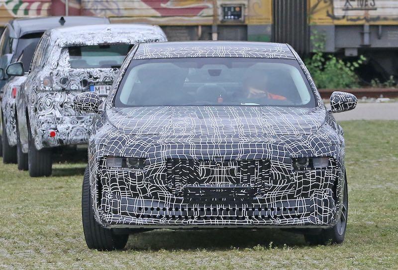 新型 BMW i7 プロトタイプ スパイショット フロント
