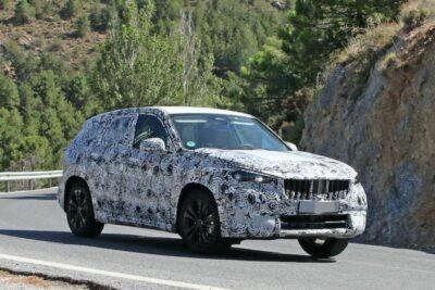 次期新型BMW X1はグリルが大型化か!プロトタイプが初の公道テスト【最新スクープ】