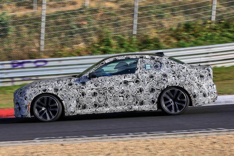 次期新型BMW 2シリーズ クーペ M240i プロトタイプ スパイショット ボディサイド