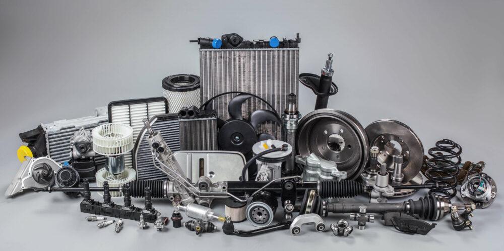 エンジン部品の数々