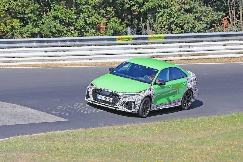 次期新型 アウディ RS3 セダン プロトタイプ スパイショット フロントサイド