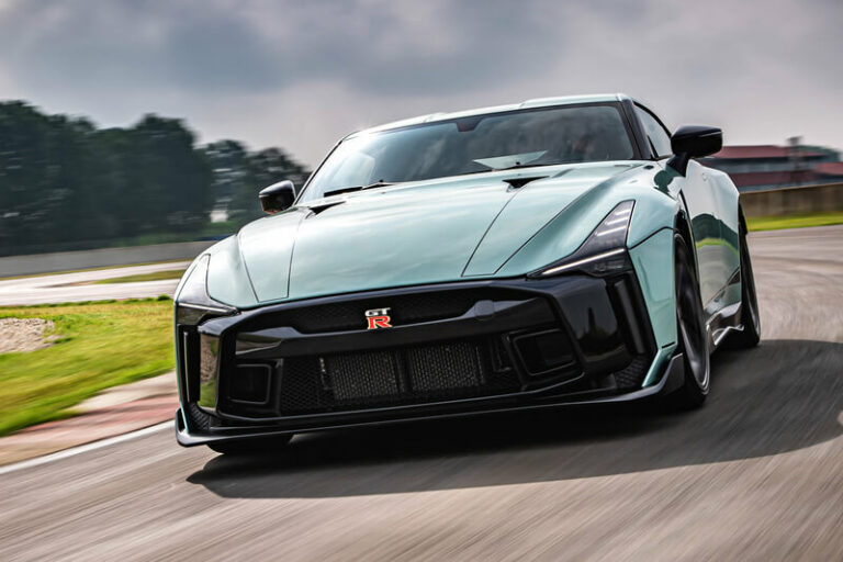次期新型日産GT-R(R36)はハイブリッドでフルモデルチェンジか!その前にビッグマイナーチェンジの噂も