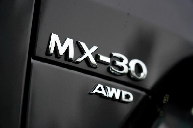 マツダ MX-30 車名バッジ