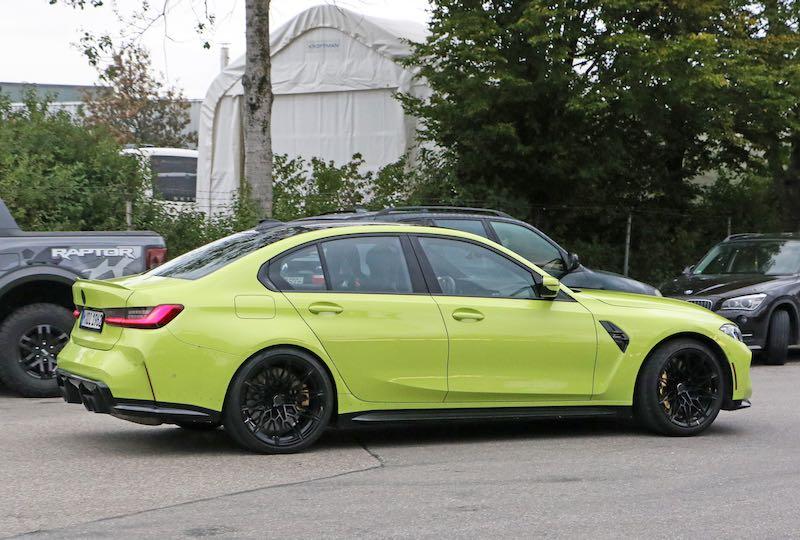 新型 BMW M3 セダン イエロー ボディサイド