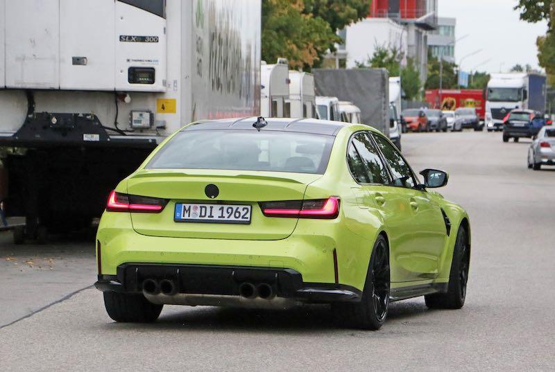 新型 BMW M3 セダン イエロー リアサイド