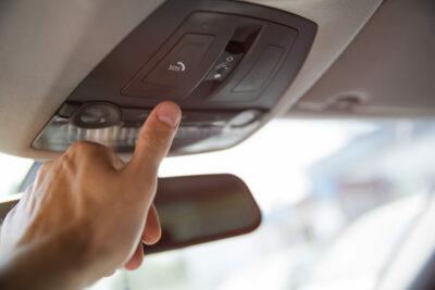 SOSボタンとはどんな機能?あおり運転撲滅の救世主?メリットやデメリットも解説
