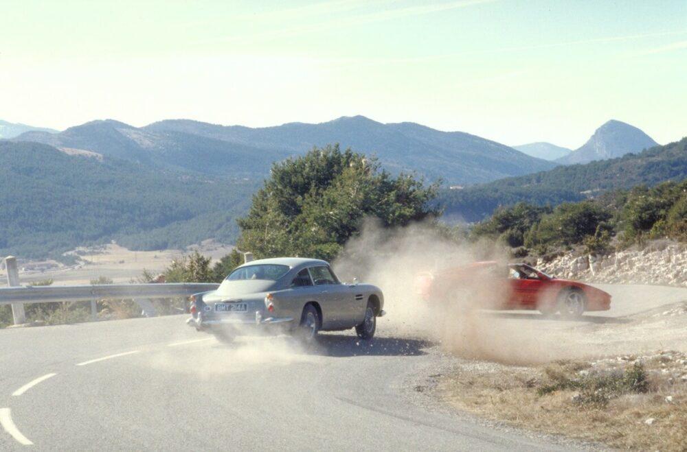 第3作「ゴールドフィンガー」でカーチェイスを繰り広げるアストンマーティン DB5