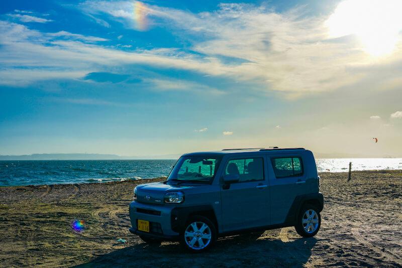 ダイハツ タフト 海岸で撮影