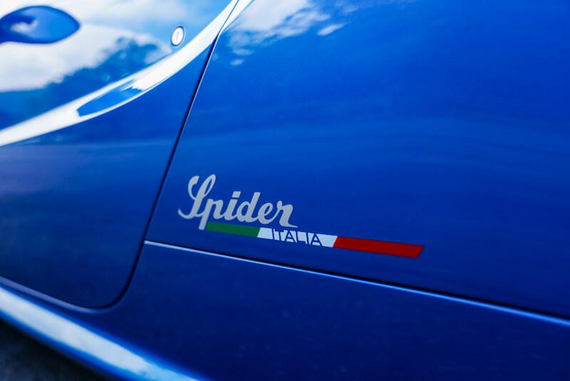 アルファロメオ 4C スパイダー イタリア ボディサイドのロゴデカール