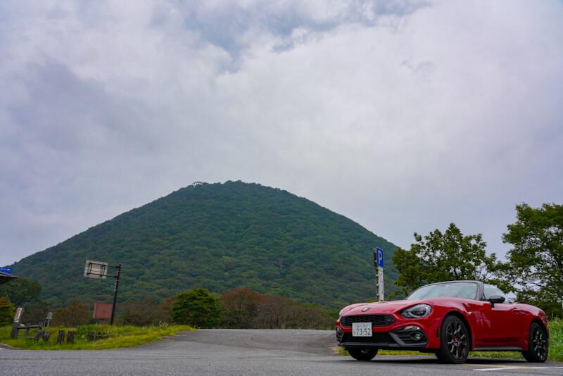 榛名山とアバルト124スパイダー