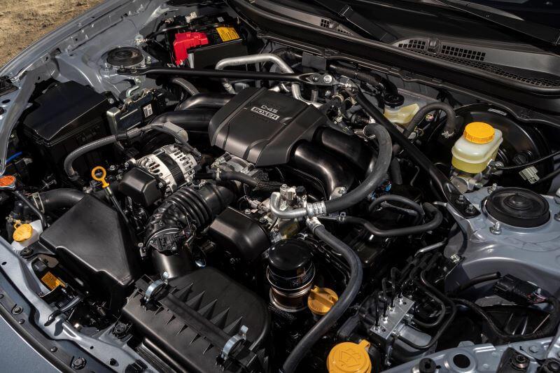 新型 スバル BRZ 北米仕様 エンジンルーム