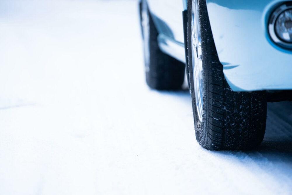 スタッドレスタイヤを交換する見分け方は?交換すべきサインと注意点まとめ