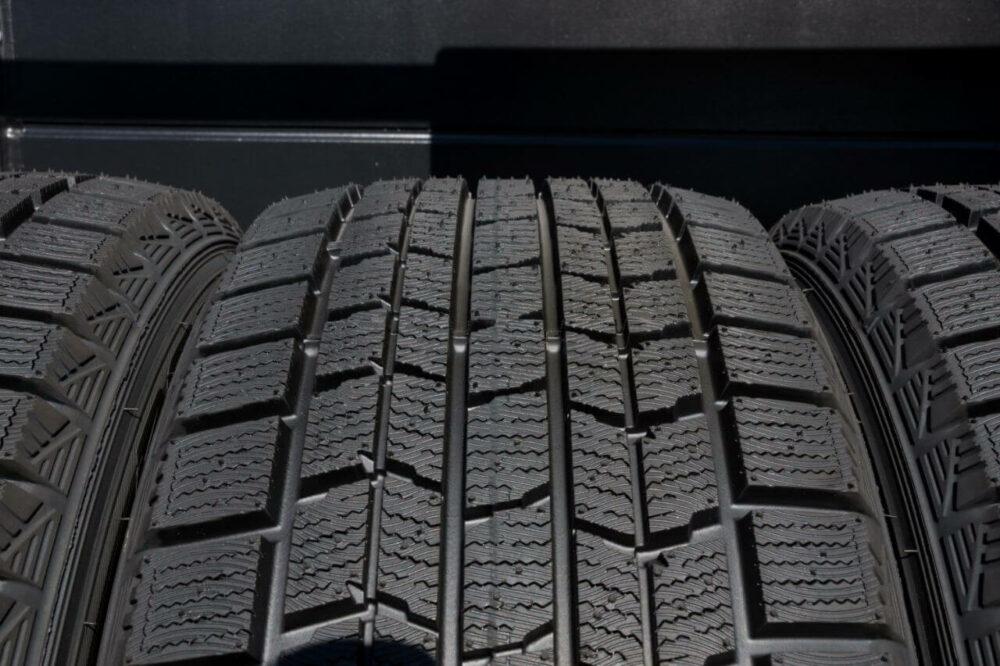 スタッドレスタイヤを使用する際の注意点!