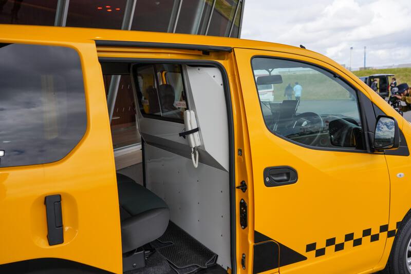 日産 NV200バネット軽症感染症患者 搬送車