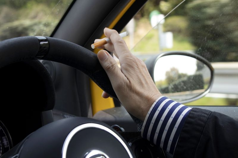 車の中で喫煙