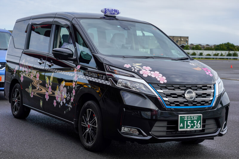 日産 セレナ タクシー   八洲自動車 コロナ対策車両
