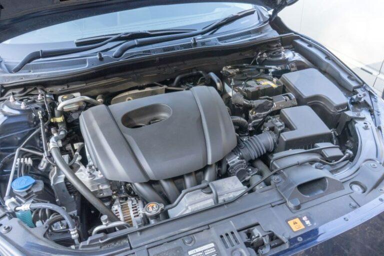自分でエンジンルームを洗浄する方法【洗車の注意点とポイント】
