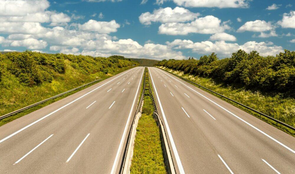 """ヒトラー政権下で作られたドイツの高速道路""""アウトバーン"""""""