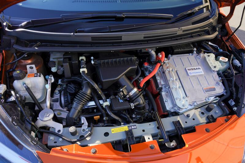 2代目 日産 ノート e-POWER X ブラックアロー エンジンルーム