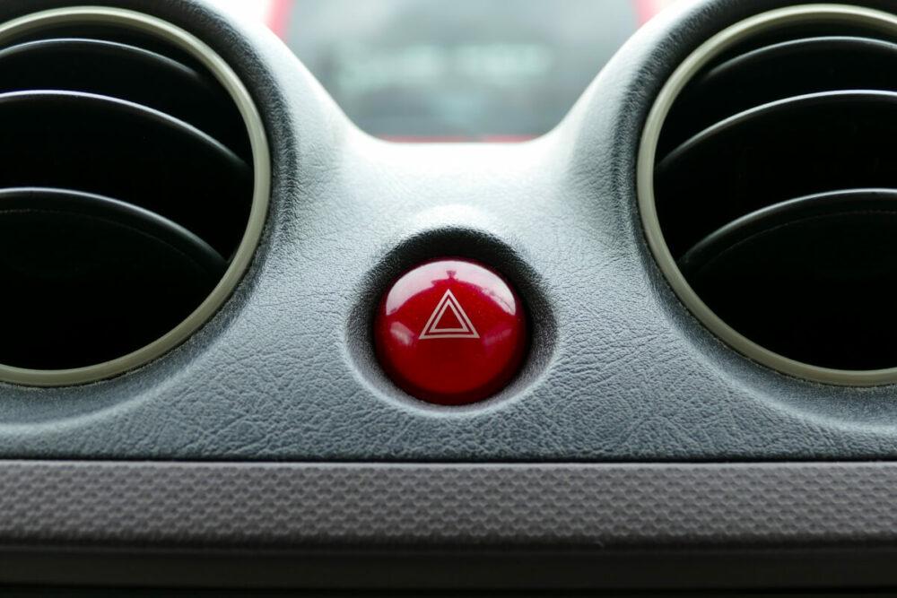 ボタン式のハザードランプスイッチ