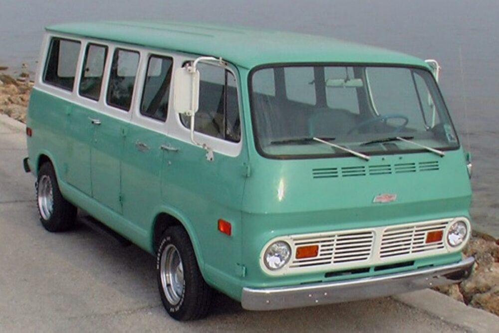 シボレー 2代目シェビーバン 1968年式