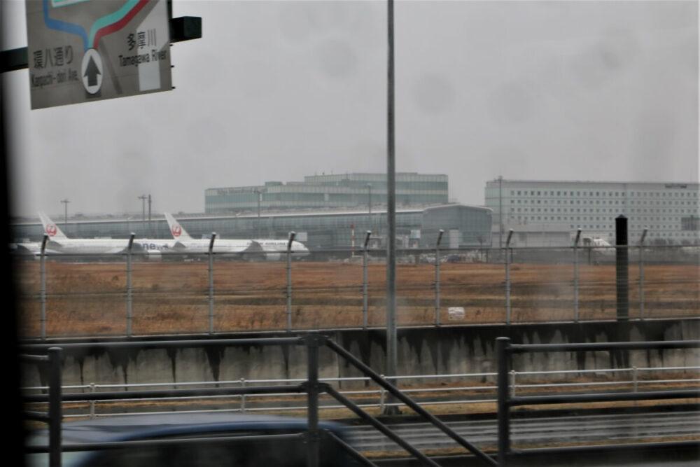 ARMAの車窓から望める羽田空港の風景
