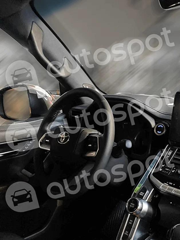トヨタ 新型ランドクルーザー 300系 コックピット