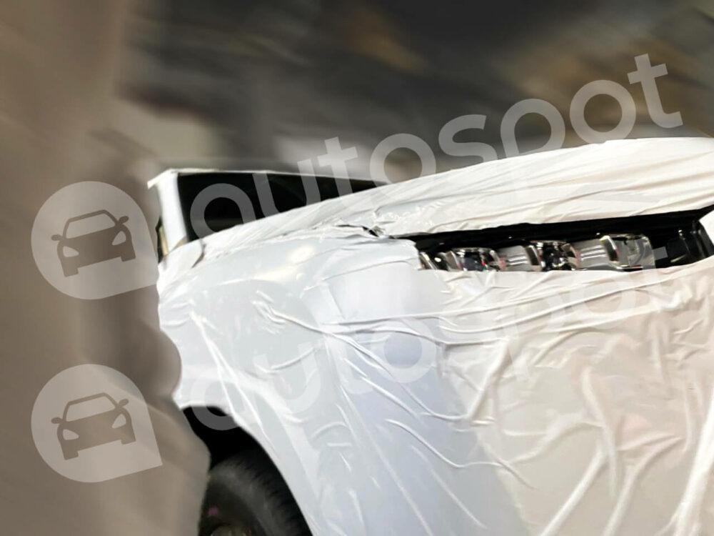 トヨタ 新型ランドクルーザー 300系 ヘッドライト